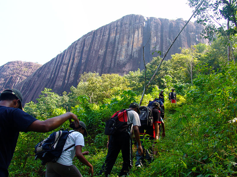 Imagini pentru sri lanka hiking